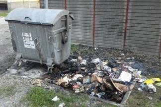 Razbacano i zapaljeno smeće u Ulici Vlatka Mačeka