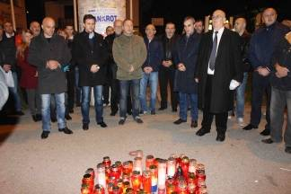 Požeški članovi HDZ-a zapalili svijeće u Vukovarskoj ulici