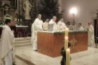 Biskup Antun Škvorčević predvodio je 24. prosinca u požeškoj Katedrali misu polnoćku