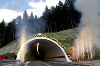 Iza tunela dolazi svjetlo