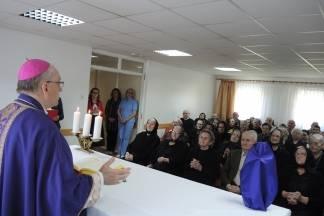 Biskup Škvorčević pohodio Dom umirovljenika u Velikoj