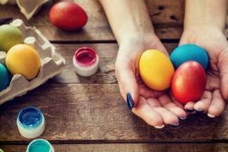 Pet legendi o tome zašto bojimo jaja za Uskrs