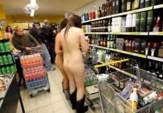 Goli kupci opustošili supermarket (video)