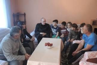 Na Veliku subotu biskup pohodio obitelj kojoj je izgorjela kuća u Staroj Lipi