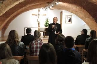 Susret biskupa Škvorčevića s primateljima stipendija Požeške biskupije