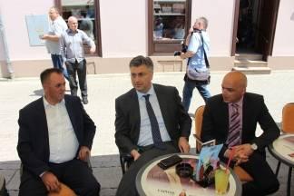 Premijer Plenković došao u Požegu dati podršku Puljašiću i Kovačeviću za drugi krug izbora
