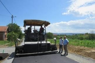 Počelo je asfaltiranje ceste u Klisi