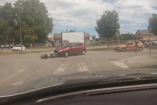 Prometna nesreća između mopeda i osobnog autombila