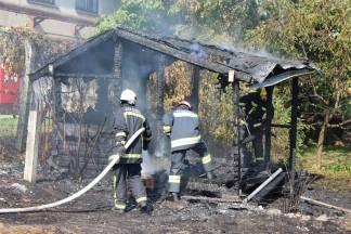 18-godšnjak bacio opušak cigarete i zapalio dvorišnu zgradu
