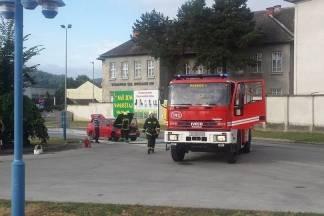 Vatrogasci gasili zapaljeni automobil, hitna imala 16 intervencija
