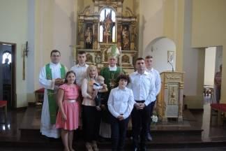 Biskup Škvorčević kristio peto dijete obitelji Subotić iz Jakšića