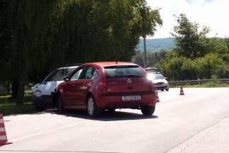 Prometna nesreća u Mihaljevcima, neslužbeno četiri osobe ozlijeđene
