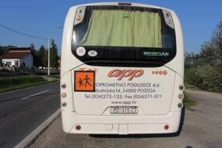 U Kuzmici prometna nesreća između automobila i autobusa