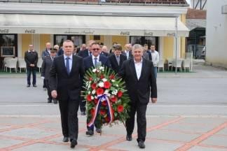 Povodom Dana neovisnosti Republike Hrvatske položeni vijenci na Trgu 123. brigade u Požegi