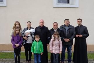 Biskup u Kuzmici krstio peto dijete u obitelji Semmelroth