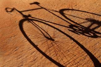 Antunovac: Biciklist udario pješakinju, pao i teško se ozlijedio