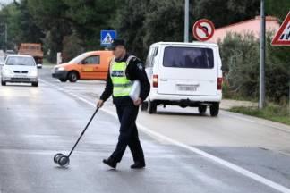 Pijani pješak prelazio zebru na crveno, na njega automobilom naletio 29-godišnji vozač