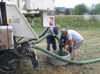 Iskopani bunari za polijevanje travnjaka