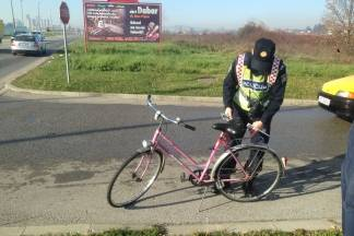 U Požegi prometna nesreća između automobila i biciklista, jedna osoba ozlijeđena