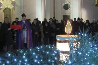 Prva adventska svijeća zapaljena na Trgu sv. Terezije