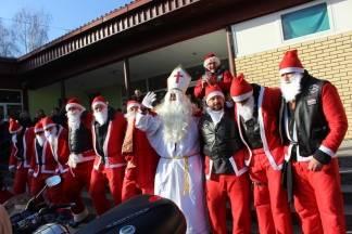 Moto klub Bulls-i i sv. Nikola podijelili poklone djeci OŠ Pleternica