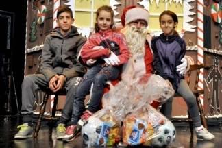 Božićno darivanje uz predstavu ¨Ivica i Marica¨