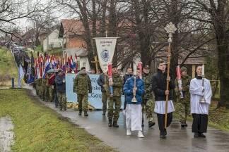 Hodočašće hrvatskih branitelja u Voćin povodom 26. godišnjice voćinskih stradanja