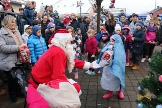Djed Božićnjak razveselio mališane