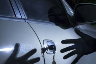 Nepoznati počinitelj ukrao automobil s parkirališta, skrivio prometnu nesreću s istim, zatim ga ostavio i pobjegao