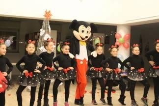 Akcijom ¨Čaj za malog zmaja¨ prikupljeno poklona za 140 djece