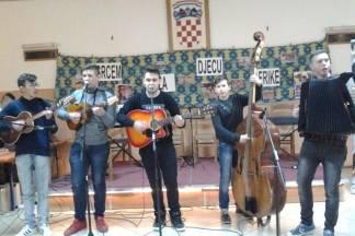 Zagrađe i župa Bučje šestu godinu sviraju i pjevaju za Afriku