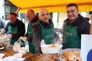 Obrtnici sugrađanima podijelili tisuću porcija gulaša od divljači