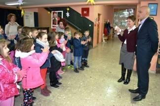 Gradonačelnik poklonio svim požeškim osnovnoškolcima ulaznice za klizanje