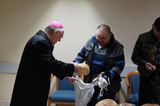 Biskup Škvorčević pohodio siromašne obitelji