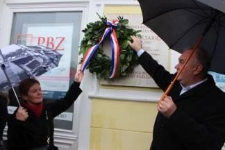 ¨Cesarići¨ položili vijenac ispred rodne kuće Dobriše Cesarića u Požegi