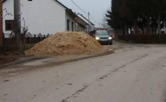 U Tekiji tvrde da pijesak nije ostavljen na cesti
