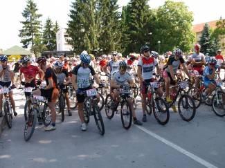 Motosusret i biciklijada u Pakracu, žestoki koncert u Požegi