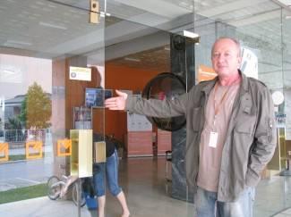 Vrata Podravske banke razbila su se sama od sebe