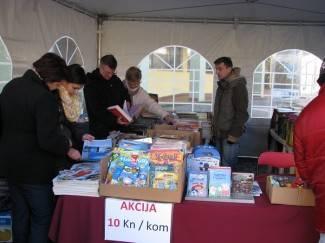 Šator s knjigama privukao brojne Požežane