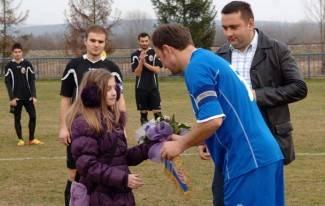 Nogometaši Sulkovaca skupili skoro 9 tisuća kuna za Anu