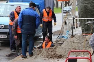 Puknuće vodovodne cijevi u Krešimirovoj ulici na Sajmištu