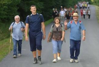 Više tisuća vjernika pješačilo od Požege do Voćina (foto)