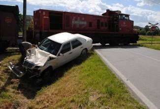 Sudar automobila i vlaka, ozlijeđeno dvoje djece (foto)