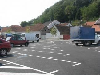 Završeno uređenje parkirališta iza gradske kuće (foto)