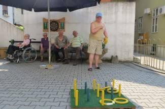 Umirovljenici uživaju u društvenim igrama