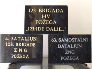 Spomen kamenje ugrađeno u zid sjećanja
