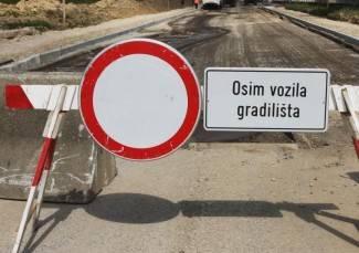 Privremeno zatvoren promet između Trenkova i Trnovca