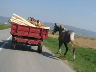 Poljoprivrednici, očistite blato s traktora kad se vraćate s polja!