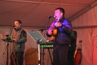 Koncert u Lipiku: TS Bekrije u šatoru u parku