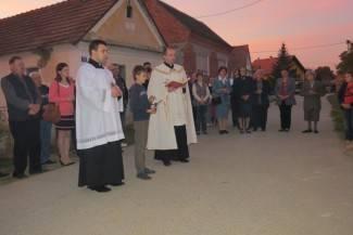Mještani Šeovaca procesijom proslavili obnovu zvonika i križa